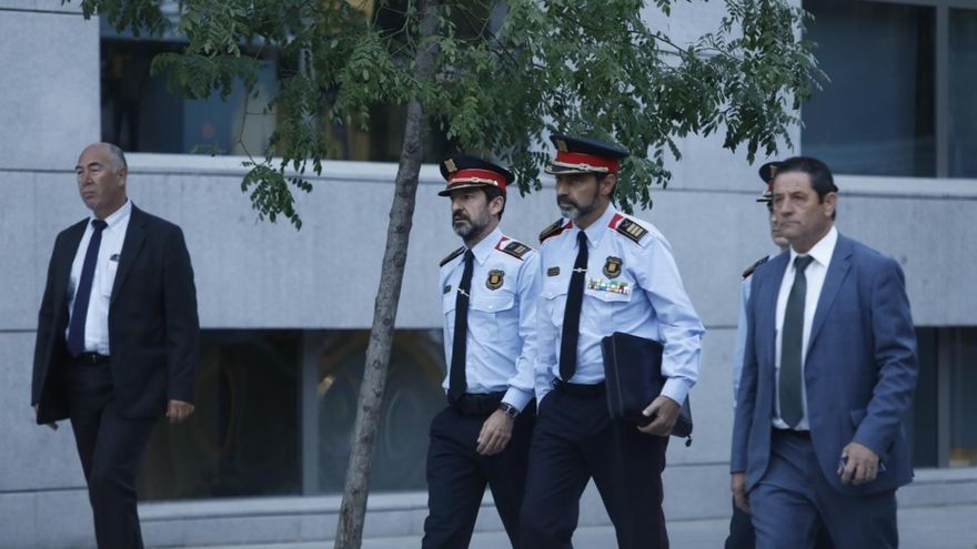 El mayor de los Mossos d'Esquadra, Josep Lluís trapero, llega uniformado a la Audiencia Nacional imputado por un delito de sedición.