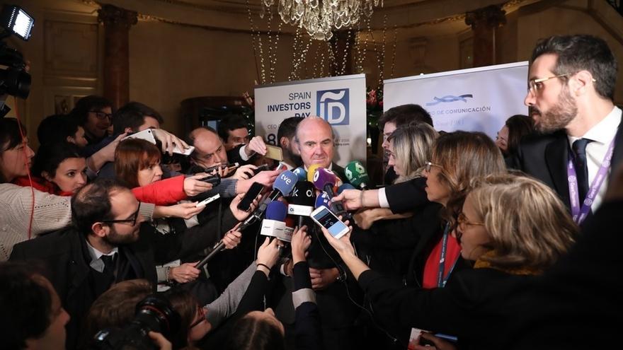 """Guindos rechaza """"polémicas"""" con Rato y dice que Bankia """"está bien gestionada y sin interferencias políticas"""""""