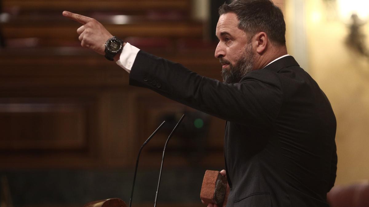 El líder de Vox, Santiago Abascal, en la tribuna del Congreso de los Diputados.