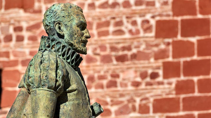Estatua de Miguel de Cervantes en Alcázar de San Juan