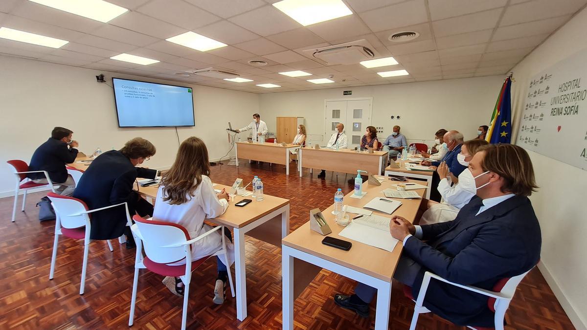 Reunión de trabajo para perfilar el plan funcional del nuevo hospital