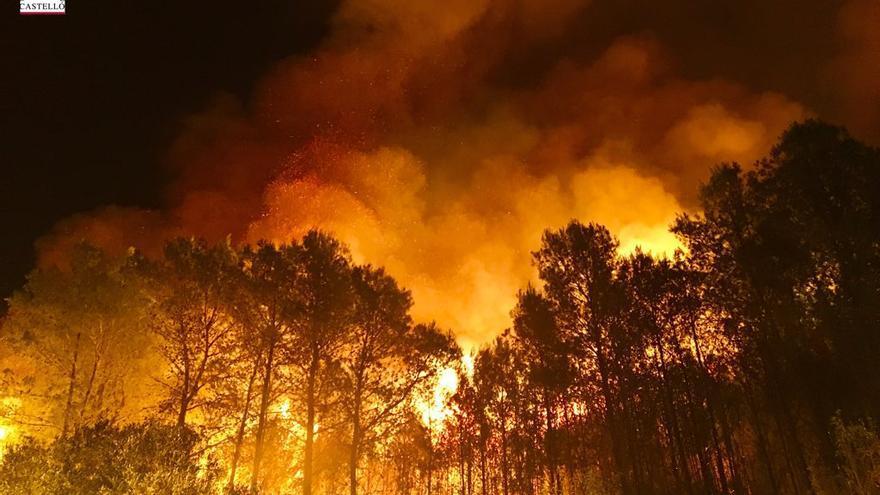 Las llamas hacen arder el paraje de Castellón