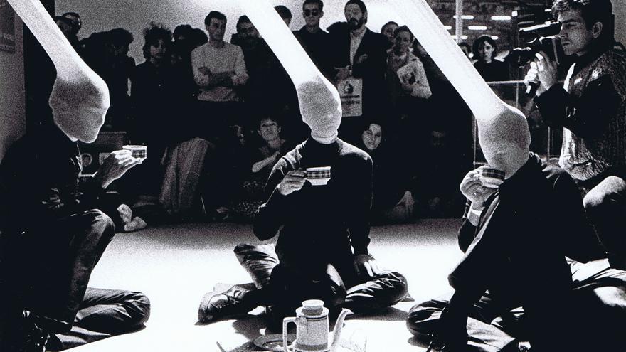 Una 'performance' durante la época de la Movida madrileña recordada en 'Espacio P 1981-1997'