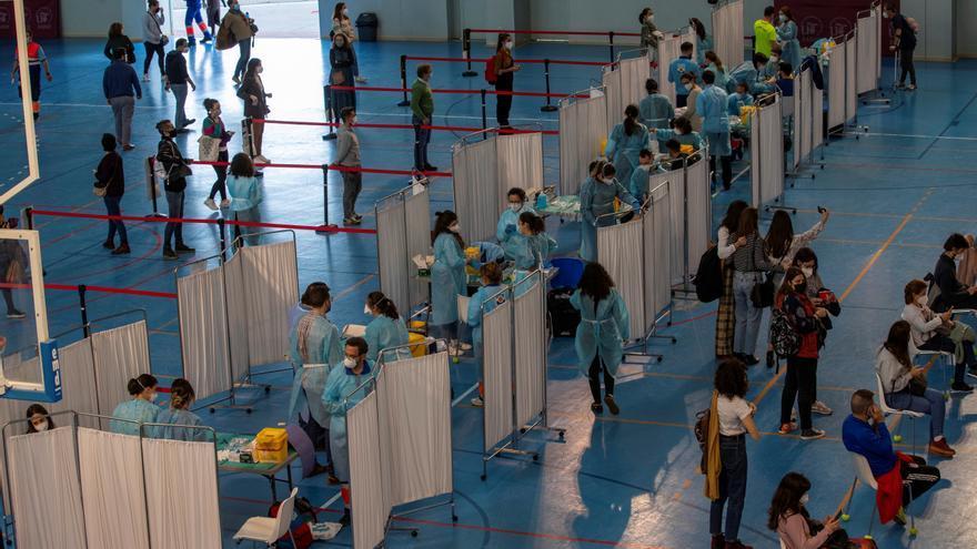 España registra la mayor cifra de vacunados en un día, casi 170.000