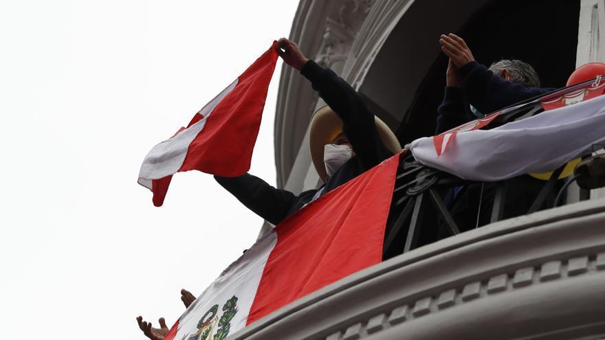 Castillo lidera las elecciones peruanas con el 100 % de las actas procesadas