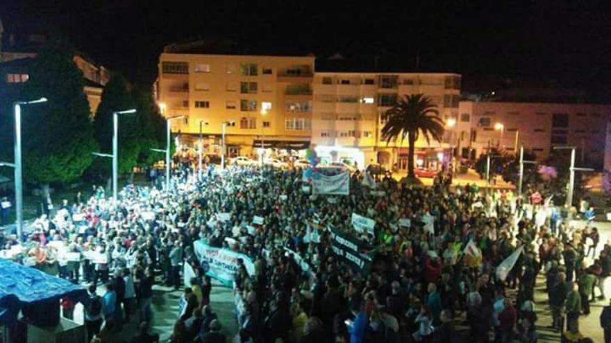 Vista general de la manifestación en Burela