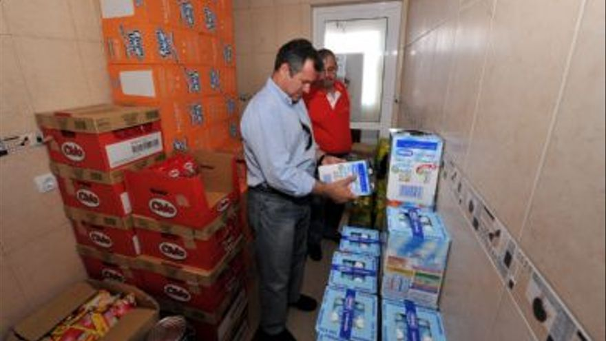 Ignacio González, durante una visita a las instalaciones de La Despensa en la anterior legislatura. (FOTO CEDIDA)