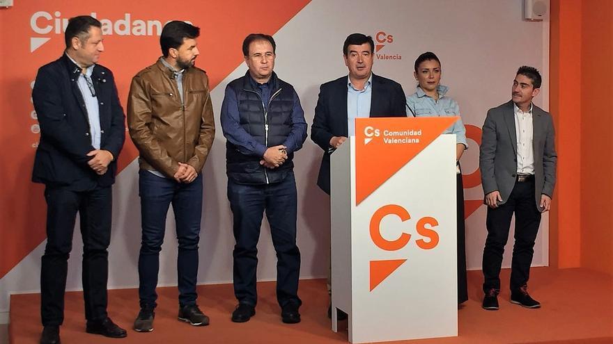 Fernando Giner junto a algunos miembros de la dirección autonómica de Ciudadanos