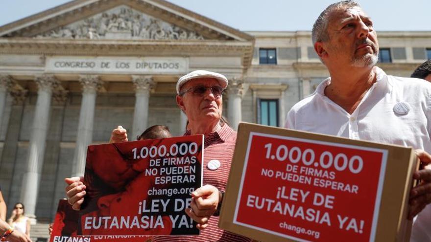 Un millón de firmas para solicitar que se despenalice la eutanasia en España