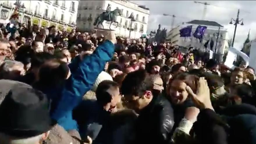 Pablo intenta llegar al escenario de la Puerta del Sol.