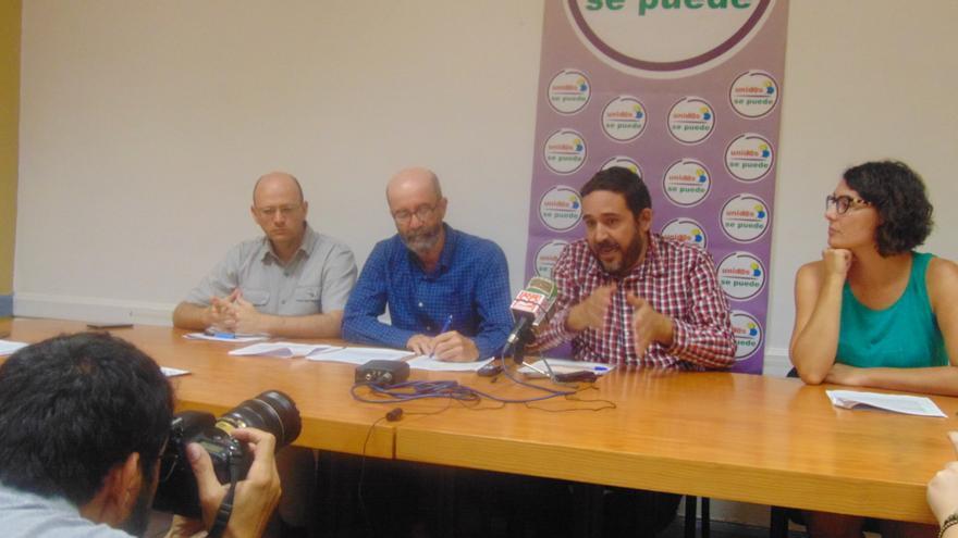 Representantes de Por Tenerife-Nueva Canarias (XTF-NC) y Sí Se Puede en rueda de prensa