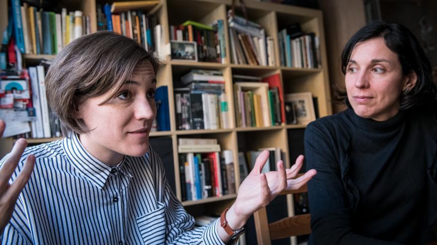 La cineasta Carla Simón junto a su exprofesora Montserrat Planella