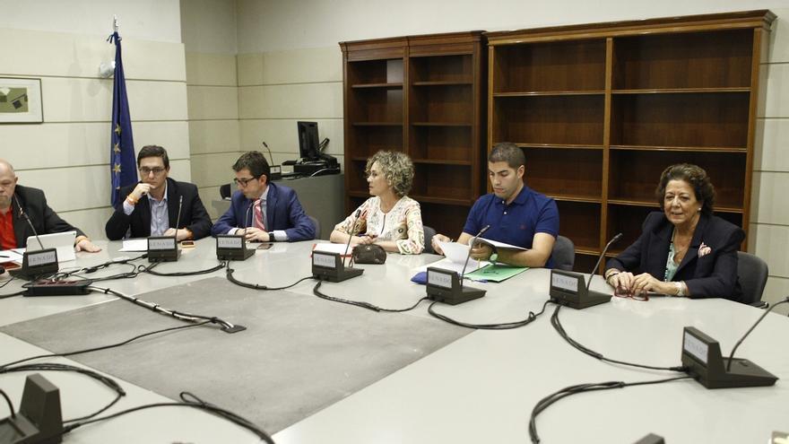 Rita Barberá se estrena en el Grupo Mixto del Senado y acude a la primera reunión.