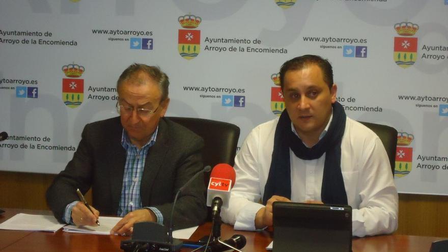 A la derecha, el que fuera concejal del PSOE en el Ayuntamiento de Arroyo, Ismael Bosch.