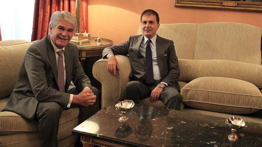 Dastis analiza con el ministro turco las perspectivas de relaciones con la UE