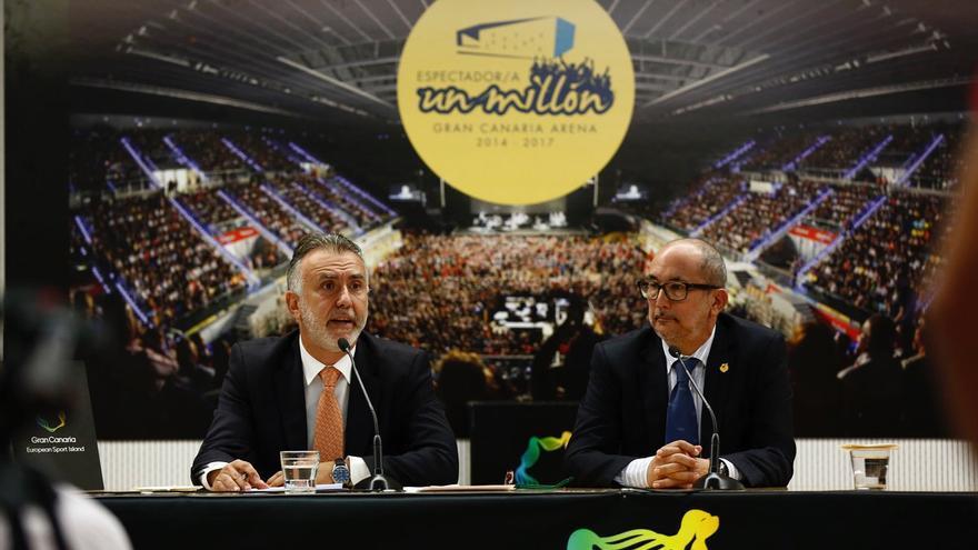 Ángel Víctor Torres y Enrique Moreno en la sala de prensa del Gran Canaria Arena.