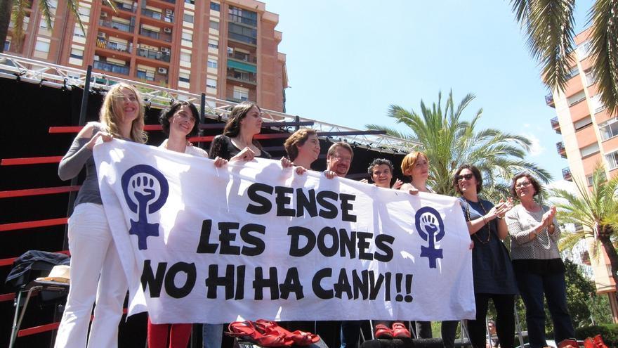 """Colau: """"Las mujeres y hombres feministas echaremos a los machotes del PP"""""""