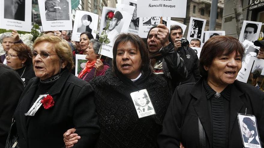 Condenan en Chile a 3 exagentes de Pinochet por víctima de Operación Colombo