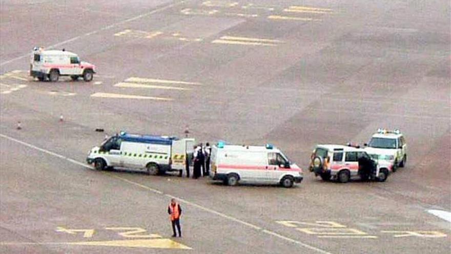 Evacuan un avión en el aeropuerto de Manchester por un falso aviso de bomba