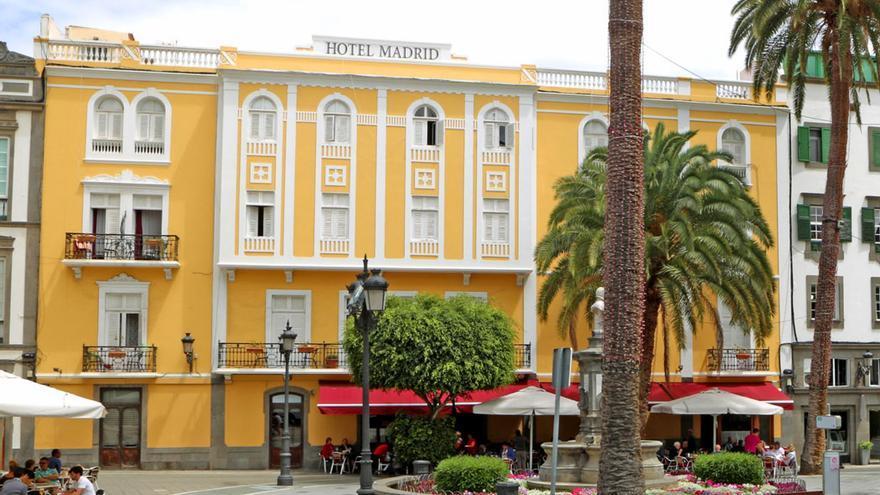 Hotel Madrid, situado junto a la Plaza De Cairasco, Las Palmas de Gran Canaria. (Alejandro Ramos)