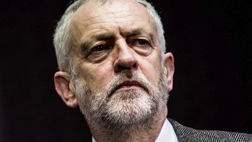 """Corbyn acusa a May de ser autócrata como Enrique VIII por el """"brexit"""""""