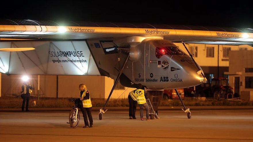 El avión Solar Impulse II atrasa su vuelo sobre el Pacífico por la meteorología