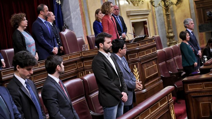 Javier Sánchez Serna junto a Gerardo Pisarello tras constituirse la Mesa del Congreso.