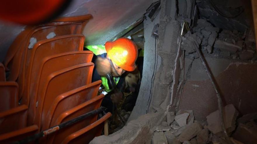 La familia del malagueño atrapado en el terremoto de México no pierde la esperanza