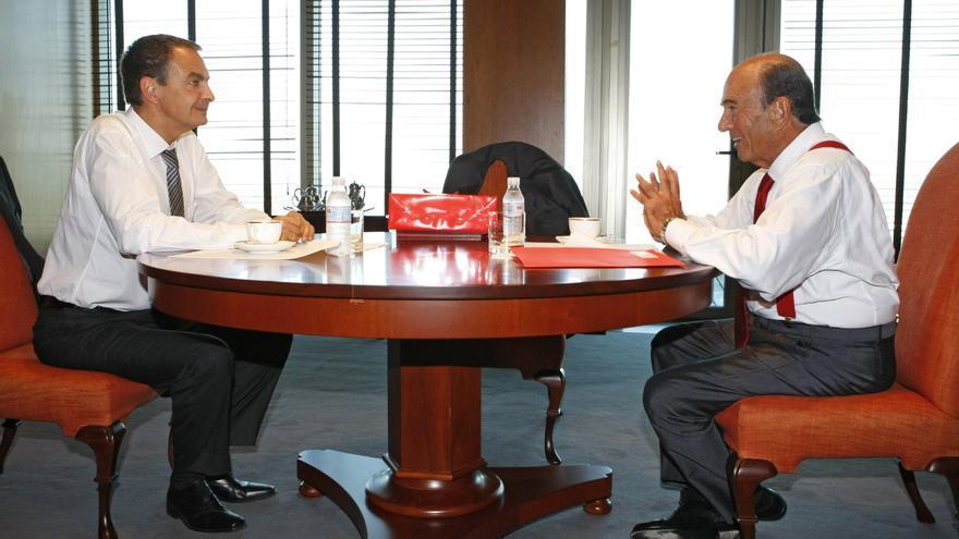 Emilio Botín recibe al presidente José Luis Rodríguez Zapatero en las oficinas del Banco Santander en septiembre de 2007 / Bernardo Rodríguez (AP)