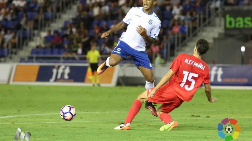 Imagen del partido entre el Tenerife y el Sevilla Atlético. (La Liga)