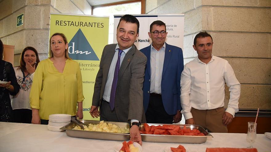 El consejero promociona el melón y la sandía de La Mancha