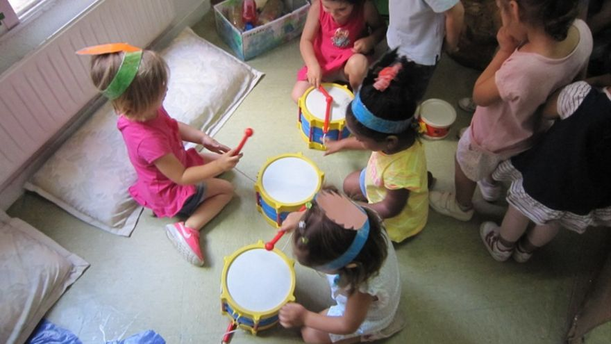 Niños y niñas en la escuela infantil Talín, de Majadahonda. / talineei.blogspot.com