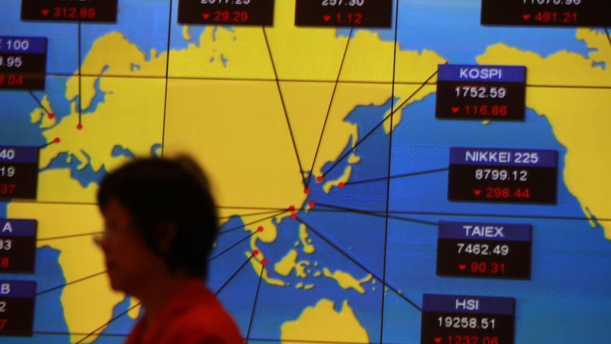 El índice Hang Seng sube 8,58 puntos, el 0,04 por ciento, a media sesión