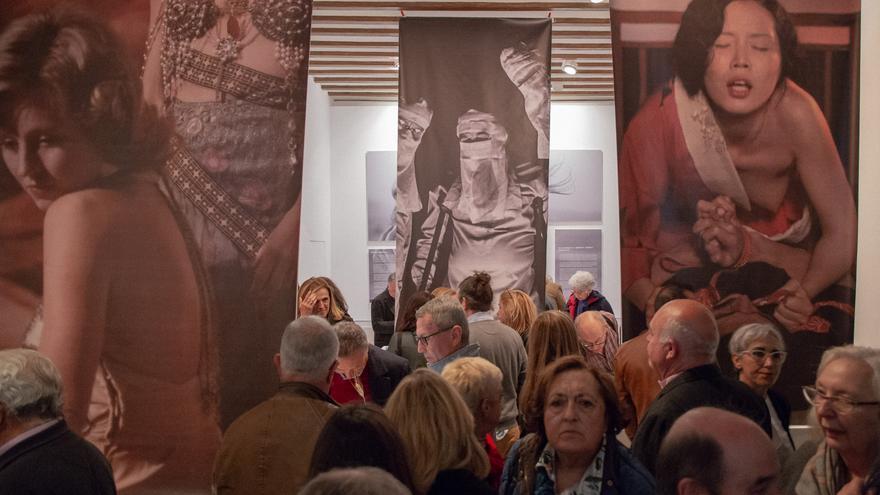 La exposición 'Una ventana a la libertad', durante la inauguración