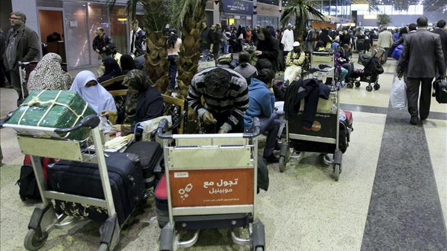 Desactivan dos bombas en el aeropuerto de El Cairo