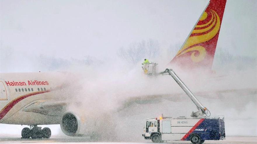 China completa el primer vuelo a EEUU usando aceite de cocina reciclado