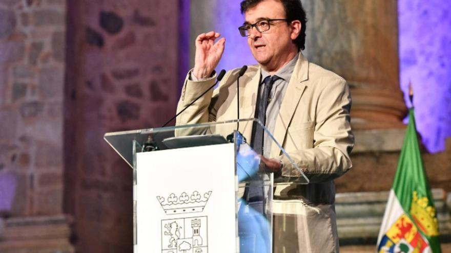 El escritor Javier Cercas, durante su discurso ciudadano en el acto de entrega de las Medallas de Extremadura