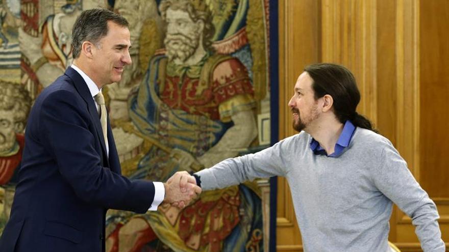 Iglesias llega tarde a su cita con el Rey en la Zarzuela