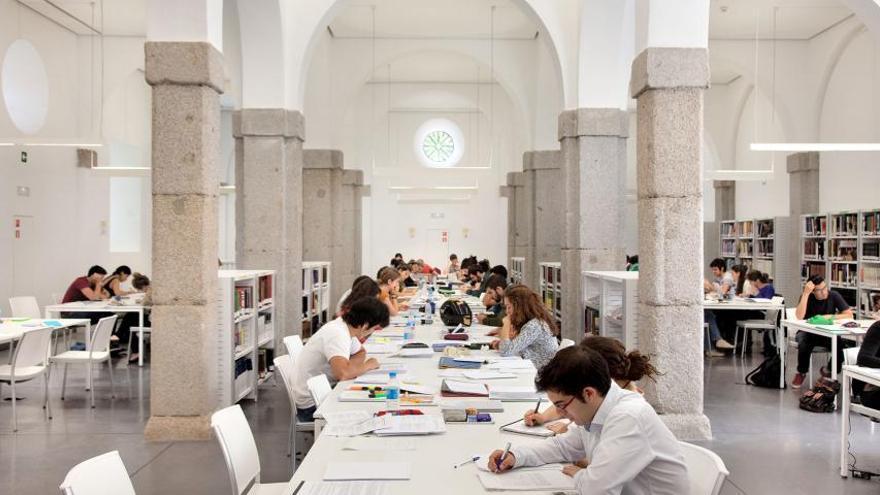 Sala de estudio de la biblioteca Pérez Galdós   AYUNTAMIENTO DE MADRID