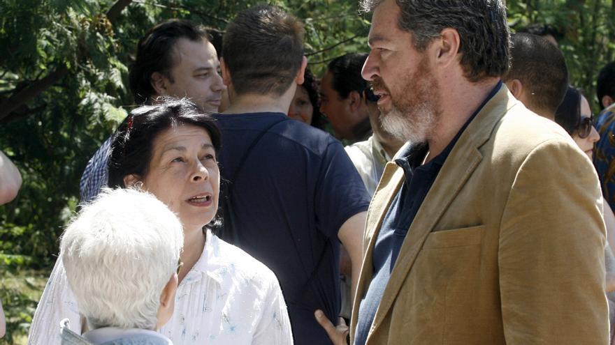 El fundador de Equo, Juan López de Uralde, y la hoy delegada de Medio Ambiente de Madrid, Inés Sabanés, en el lanzamiento del partido verde en 2011.