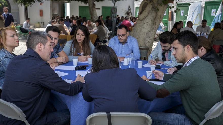 Fernando Clavijo, en un encuentro con jóvenes de Lanzarote.