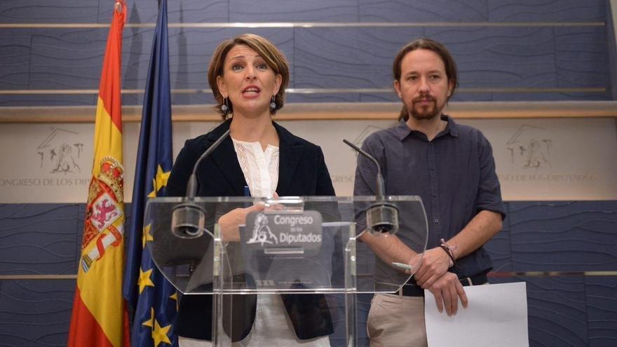 Yolanda Díaz (En Marea) y Pablo Iglesias, compareciendo en el Congreso.