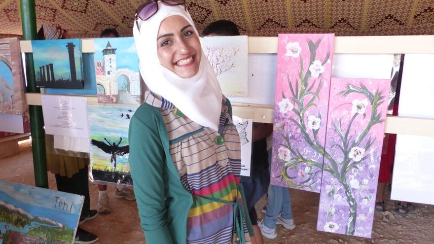 Walaa, refugiada del campo, el día en que se expusieron algunos de sus cuadros | FOTO: Arantxa Freire