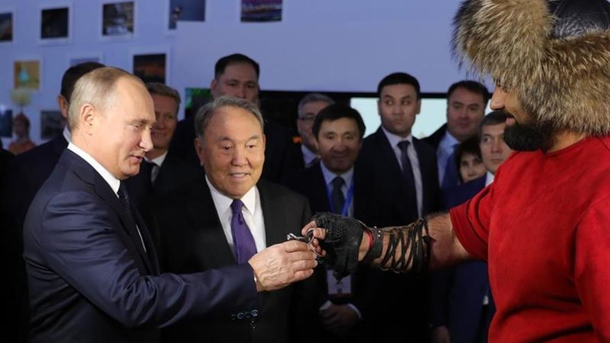 Putin y Nazarbáyev abogan por cooperar para atraer turistas chinos e indios