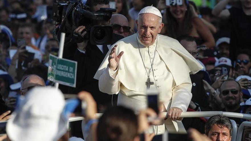 """El papa pide a los jóvenes """"soñar en grande"""" y dar ejemplo sin clericalismo"""