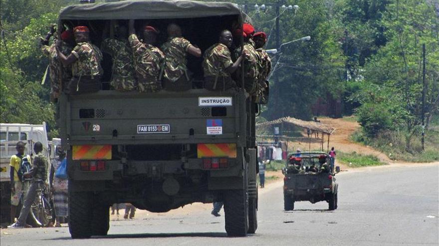 Al menos dos muertos en un nuevo ataque a un convoy en Mozambique