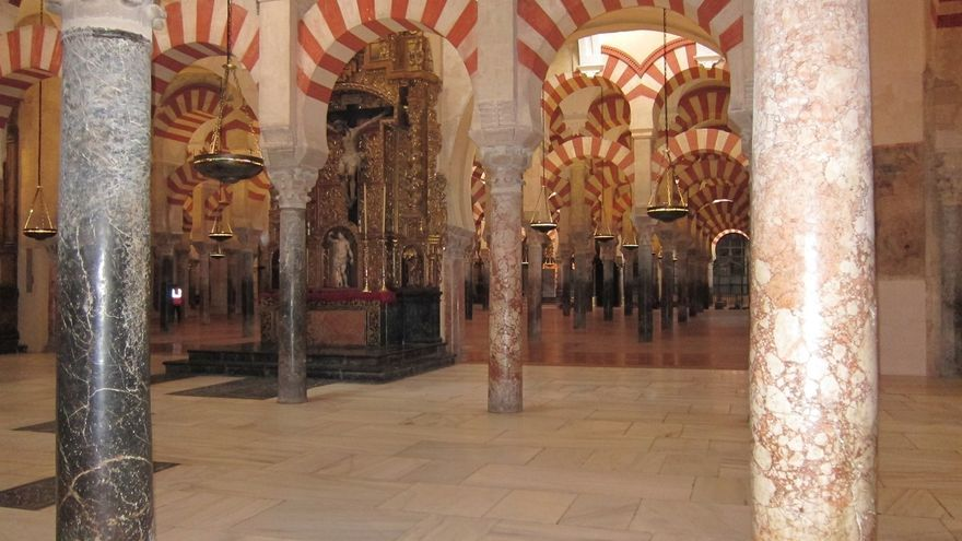 El Cabildo informa a la Junta que desde ahora usará la denominación 'Conjunto Monumental Mezquita-Catedral'