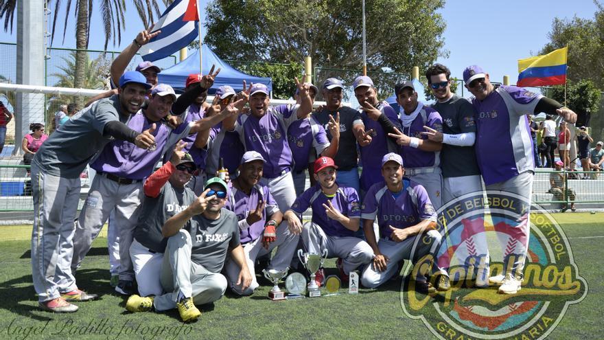 El equipo vencedor del campeonato, D´Fox, con sede en Vecindario.