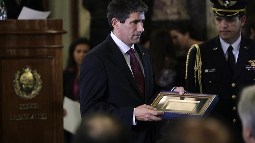 Vicepresidente Uruguay dialoga con político chileno sobre energía y petróleo
