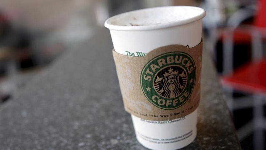 """Demandan a Starbucks en EEUU por poner """"demasiado"""" hielo en sus bebidas"""